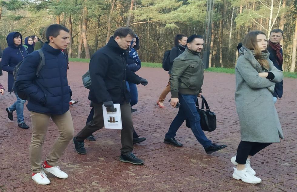 Українські і білоруські журналісти відвідують місця масових знищень євреїв у роки Другої світової війни поблизу Мінська, де розташовувався табір «Тростенець»