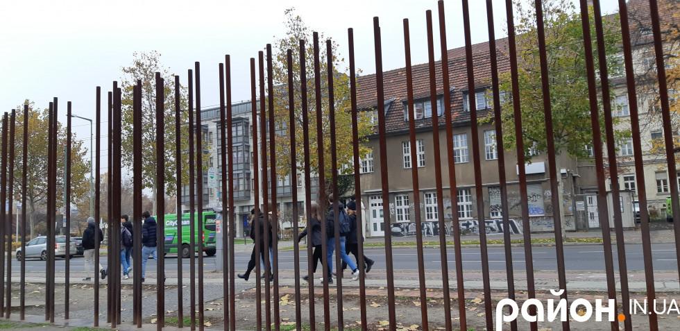 Берлінська стіна, якої нема і яка є