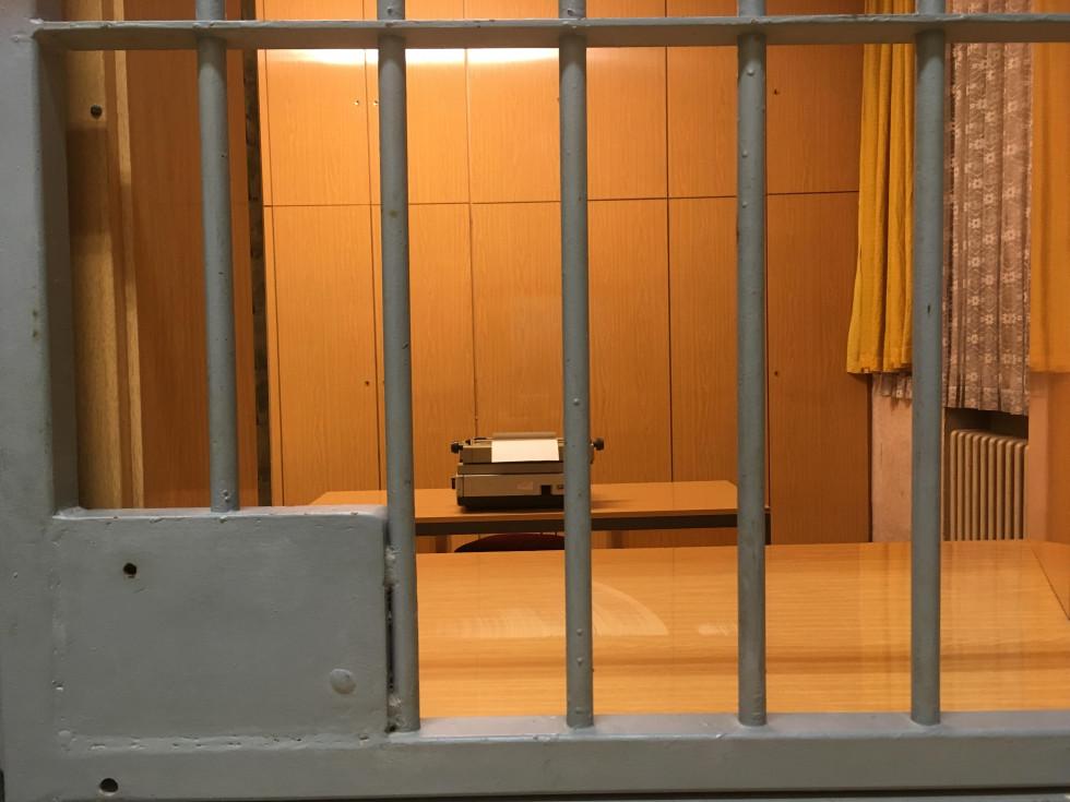 Одна з кімнат для опитувань арештованих в тюрмі