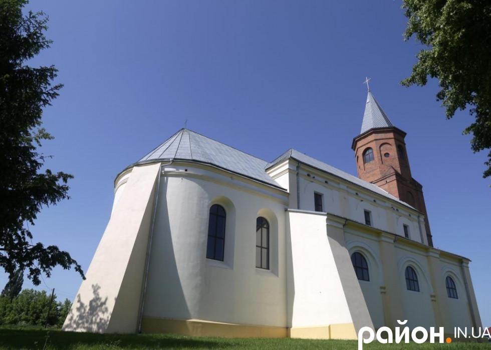 Костел Святої Трійці у селі Затурці