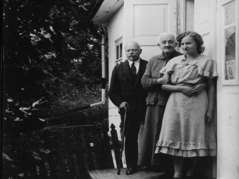 Родина, шість поколінь нащадків якої живуть в Острозі (з архіву родини Янчевських-Халецьких-Бондарчуків)