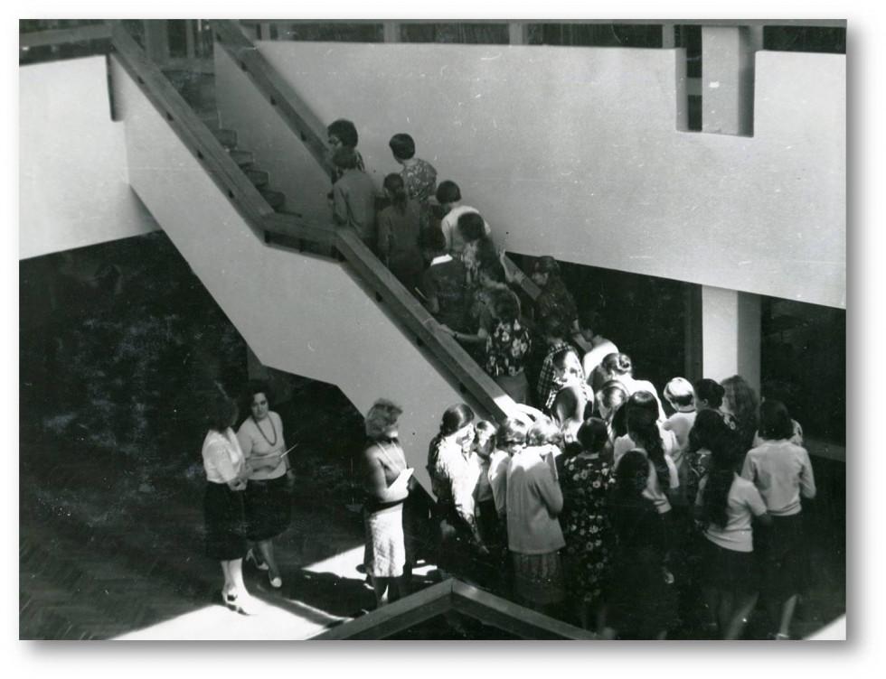 Відвідувачі навчаються в бібліотеці. Фото з архіву