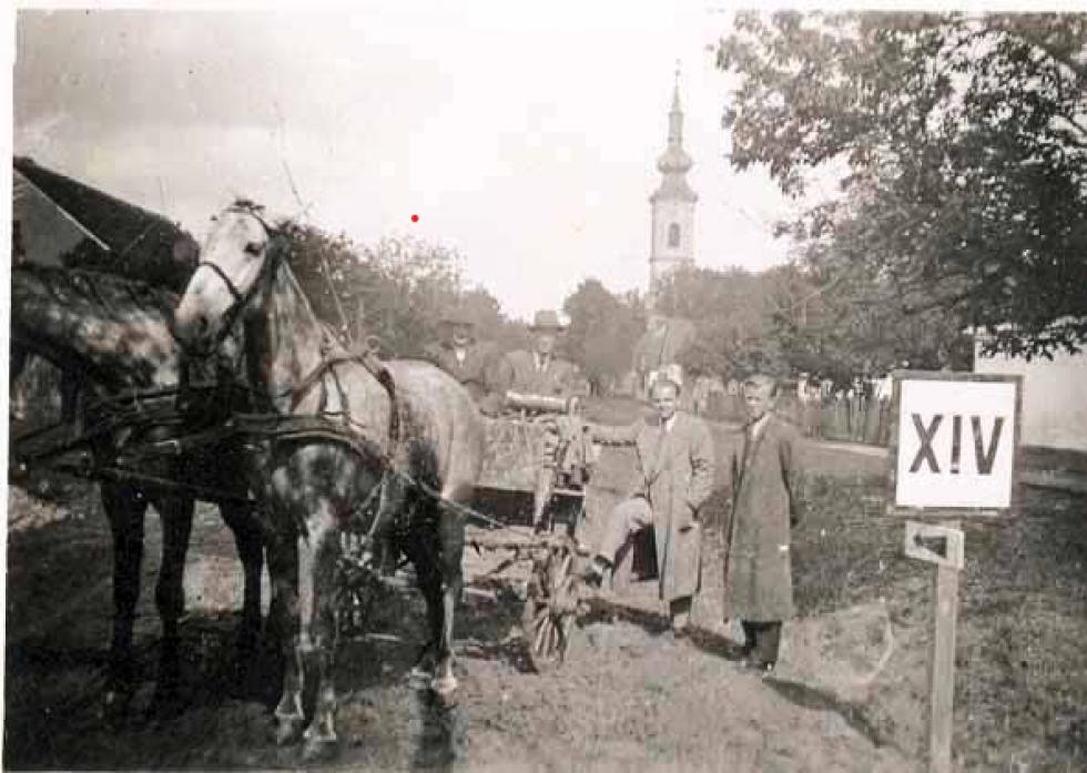 Михайло Чигрин із друзями перед виїздом, 1939 р.